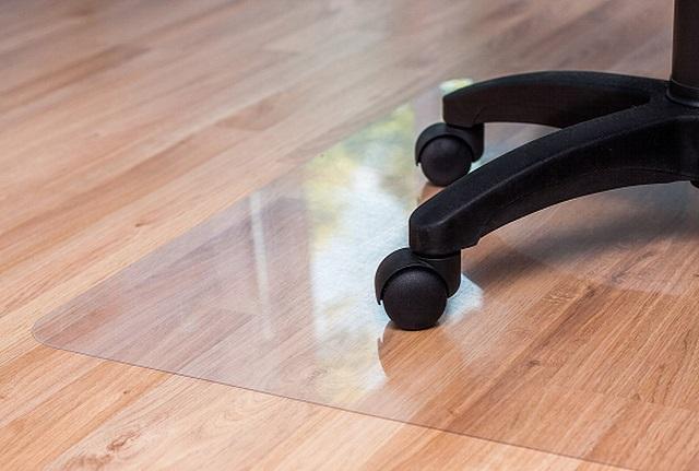 Przezroczysta mata ochronna na podłogę