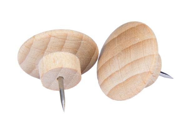 Pinezki w drewnianej obudowie
