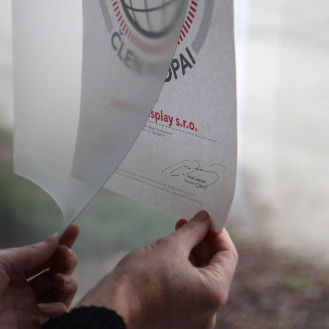 Przezroczysta wisząca kieszeń na plakaty i ulotki
